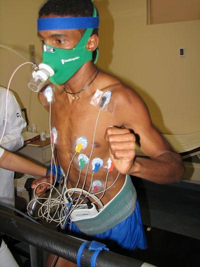 O teste ergoespirométrico serve para calcular o VO2 Foto: Alexandre Koda/ www.webrun.com.br