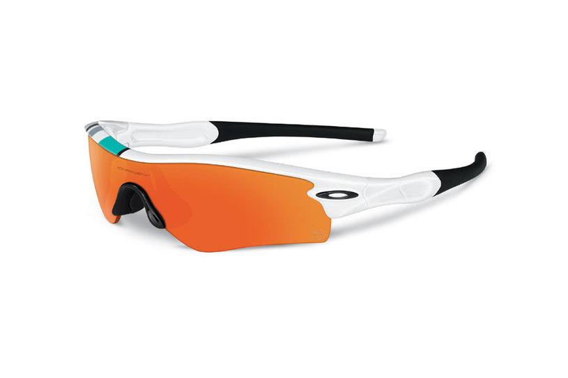 bf355ac514248 Todos possuem um gráfico de listras nas cores dos óculos originais. Foto   Divulgação Oakley
