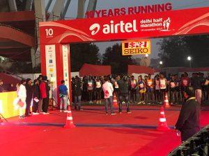 Nem mesmo a poluição impediu ótimas marcas na Meia Maratona de Delhi, na Índia