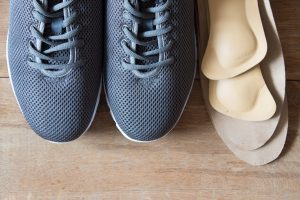 Por que corrigir sua pisada com uma palmilha pode ser melhor do que investir em um tênis específico?