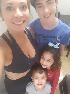 Thalita com seus três filhos: João Pedro, Maria Júlia e Vítor Henrique. Foto: Thalita Batista