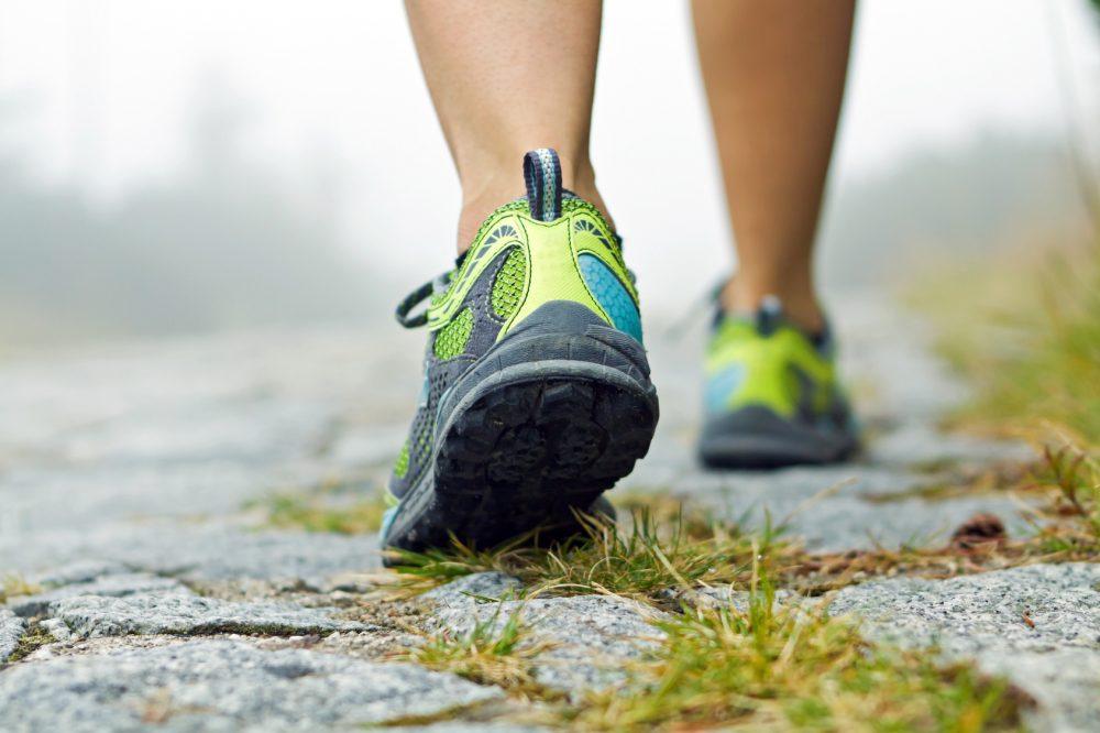 importante é que cada vez que o corredor diminuir o drop, ele treine distâncias menores e use modelos antigos para dar tempo a adaptação do corpo Foto: Blas/Fotolia