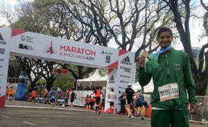 Conheça o brasileiro melhor colocado na Maratona de Buenos Aires: Vadison das Neves