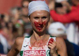 Vencedora da maratona do Campeonato Europeu superou hemorragia nasal e erro de percurso nos 42k