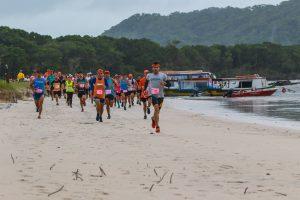 Com atletas do Brasil e do exterior, Ilha do Mel recebe etapa do Circuito Amazing Runs em abril