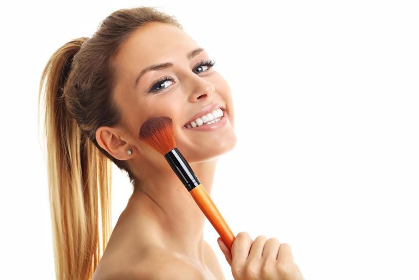Combinar maquiagem e corrida não é o problema; o segredo é usar os produtos certos/ Foto: Fotolia