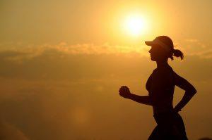 Você sabe como encarar a estação mais quente do ano? 5 cuidados para um verão mais saudável