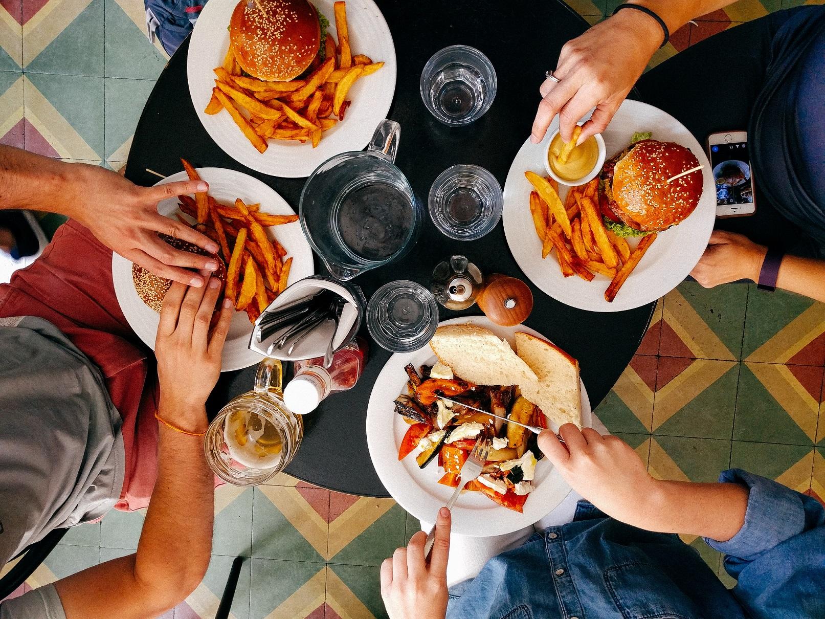 Compulsão alimentar: nutricionista esclarece os mitos e verdades - Foto: Unsplash/Dan Gold