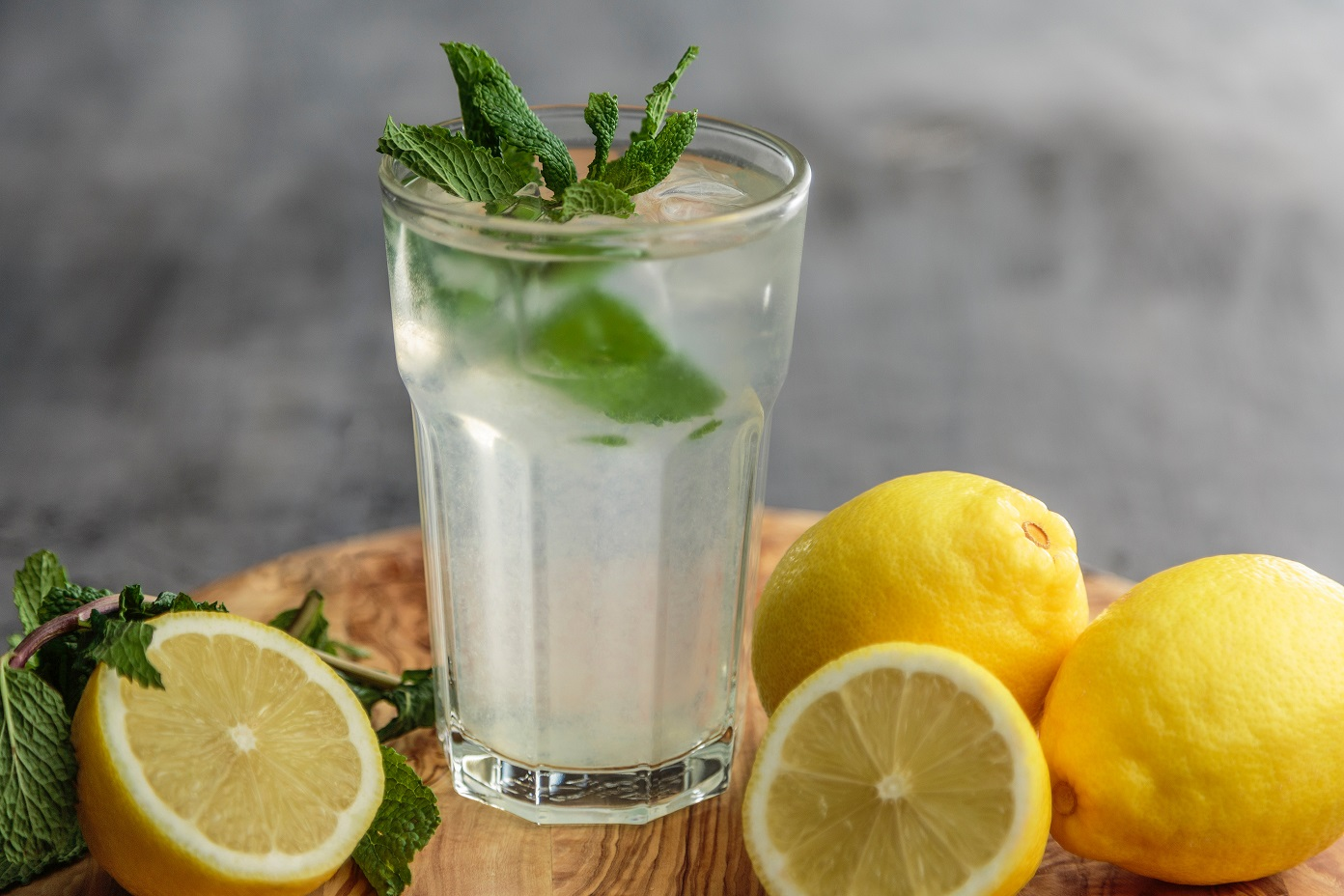 Ingredientes para água: como deixá-la mais saudável e atrativa?