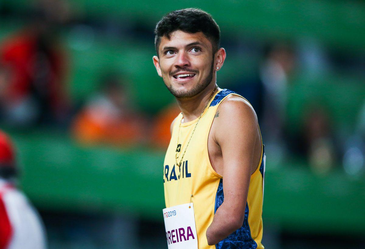 Petrucio Ferreira compete na eliminatória dos 100m T47 do Parapan de Lima (Crédito: Alexandre Schneider/EXEMPLUS/CPB).