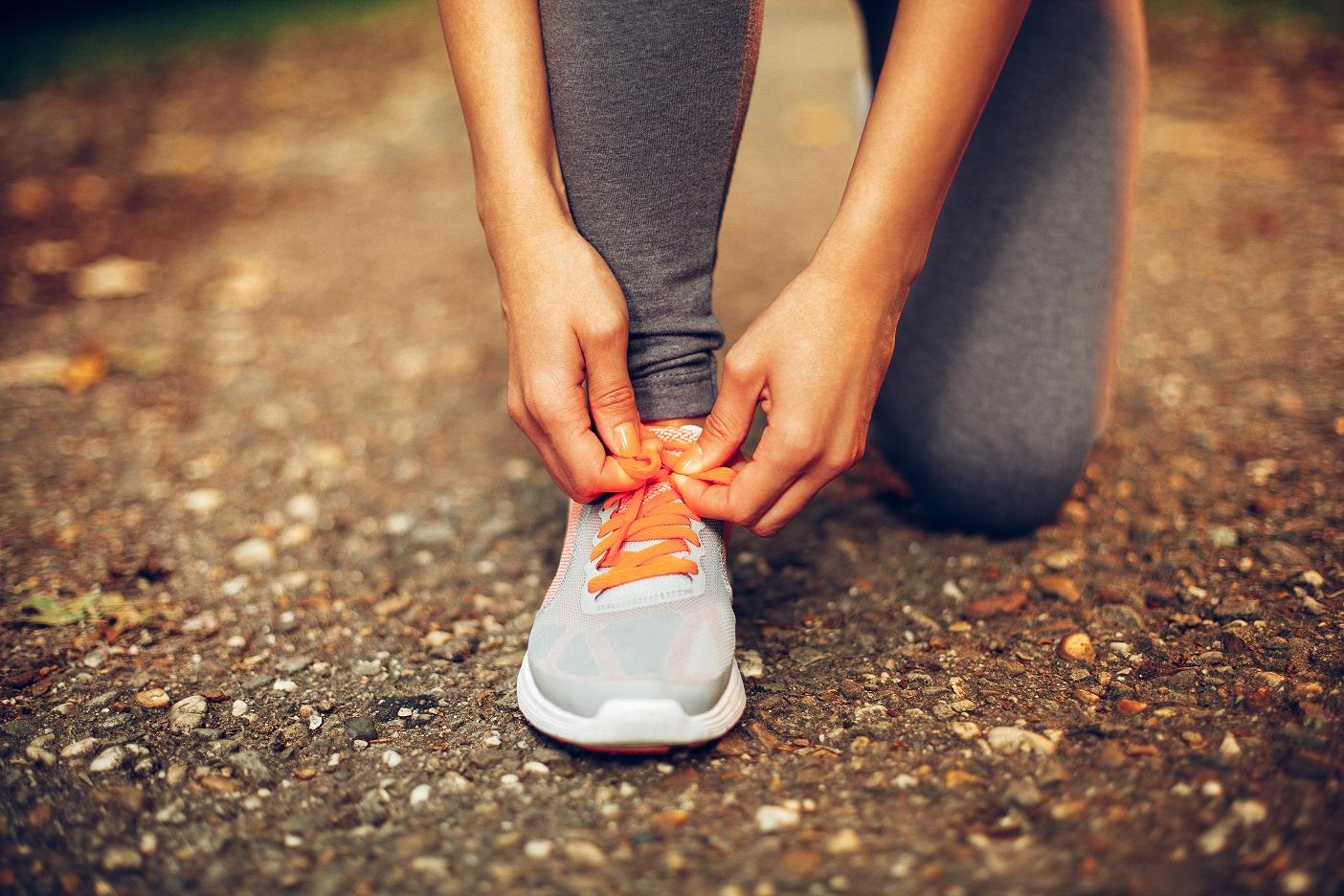 Dicas para lacear os tênis e não sofrer na hora da corrida - Foto: Adobe Stock