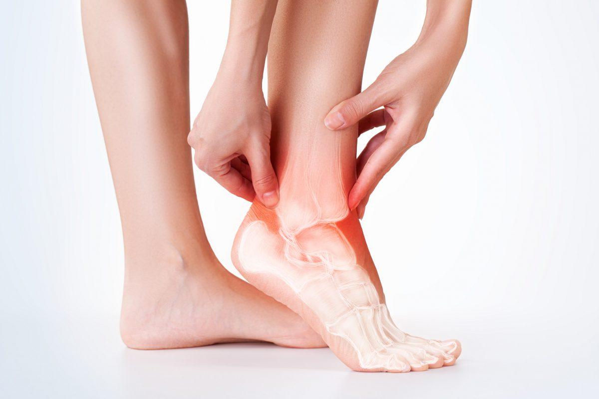 Descubra quais são os mitos e verdades sobre a torção no tornozelo - Foto: Adobe Stock