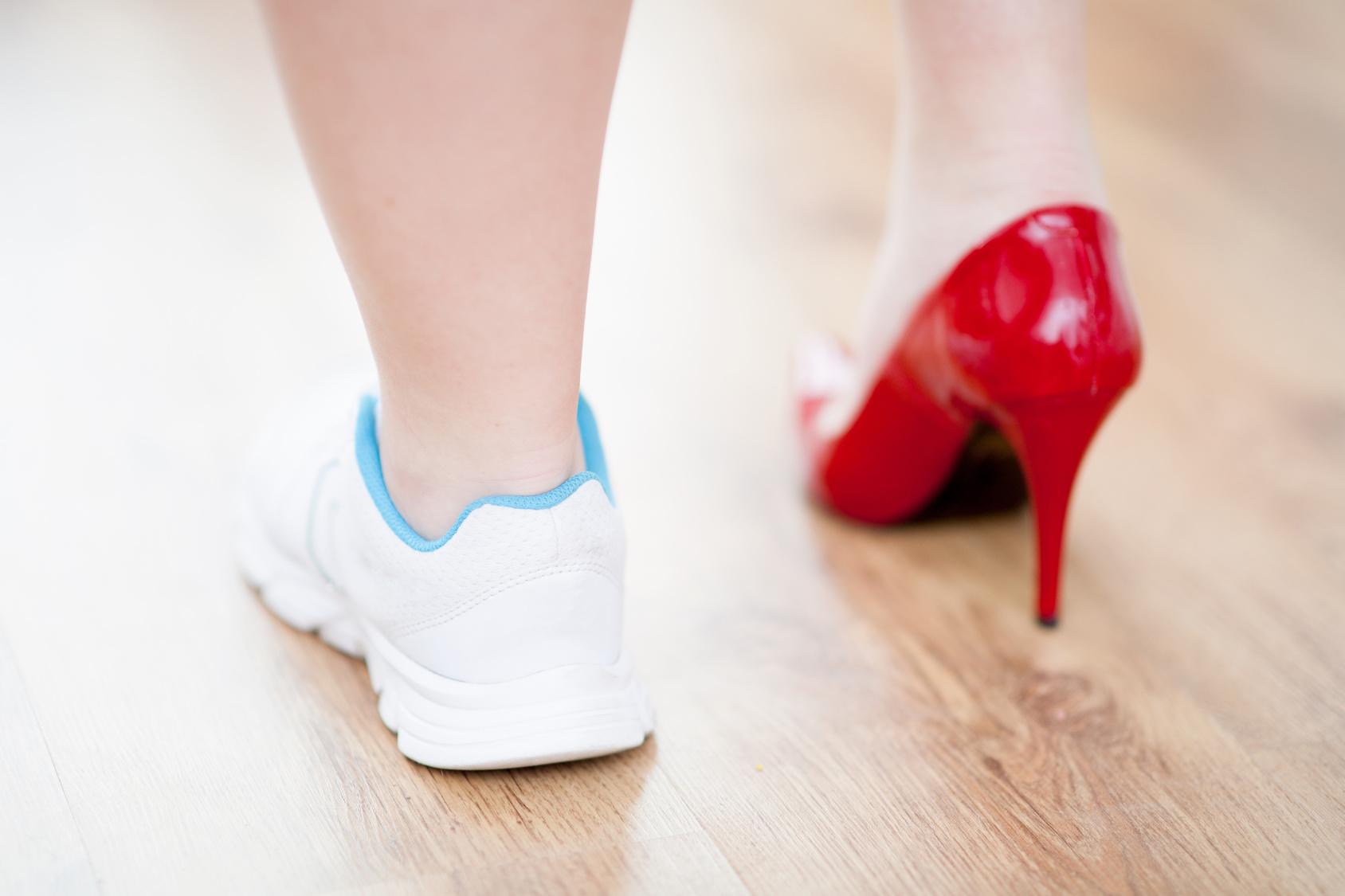 Salto alto: entenda por que seu uso pode atrapalhar corredoras - Foto: Obak/Fotolia