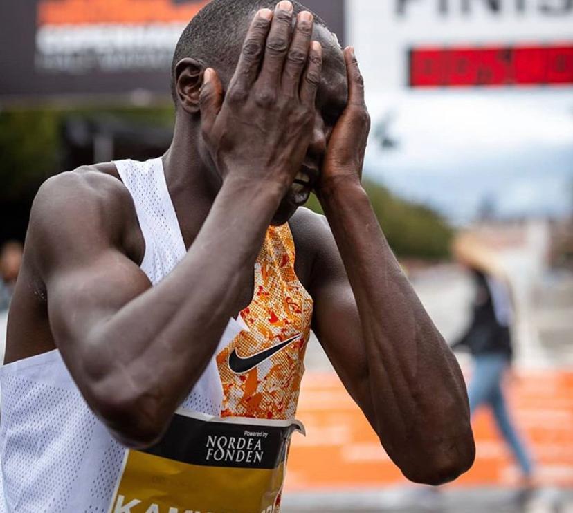 Novo recorde mundial: queniano corre 21k em 58min01s - Foto: Reprodução/Instagram