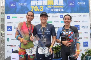 Pamella Oliveira e Yvan Jarrige são os vencedores do Ironman 70.3 RJ - Foto: Fábio Falconi/Unlimited Sports