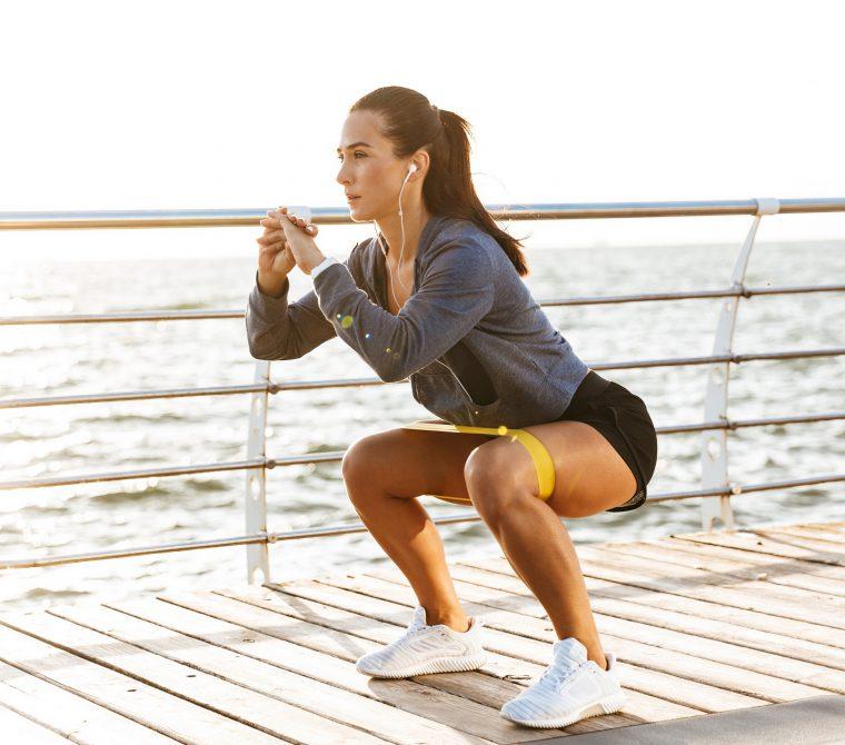 Elástico para treino: descubra os benefícios - Foto: Adobe Stock