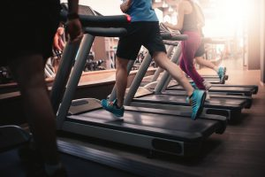 Asfalto ou esteira: confira as diferenças entre os treinos