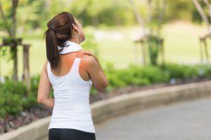 Você sente dor no ombro ao correr? Ortopedista explica como se prevenir