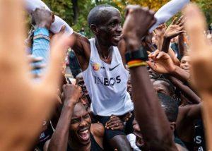 Eliud Kipchoge entra para história ao completar maratona em menos de 2h