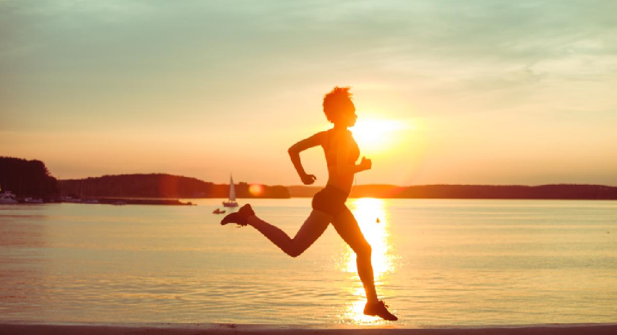 Correr ao ar livre no verão: saiba como fazer isso de forma saudável