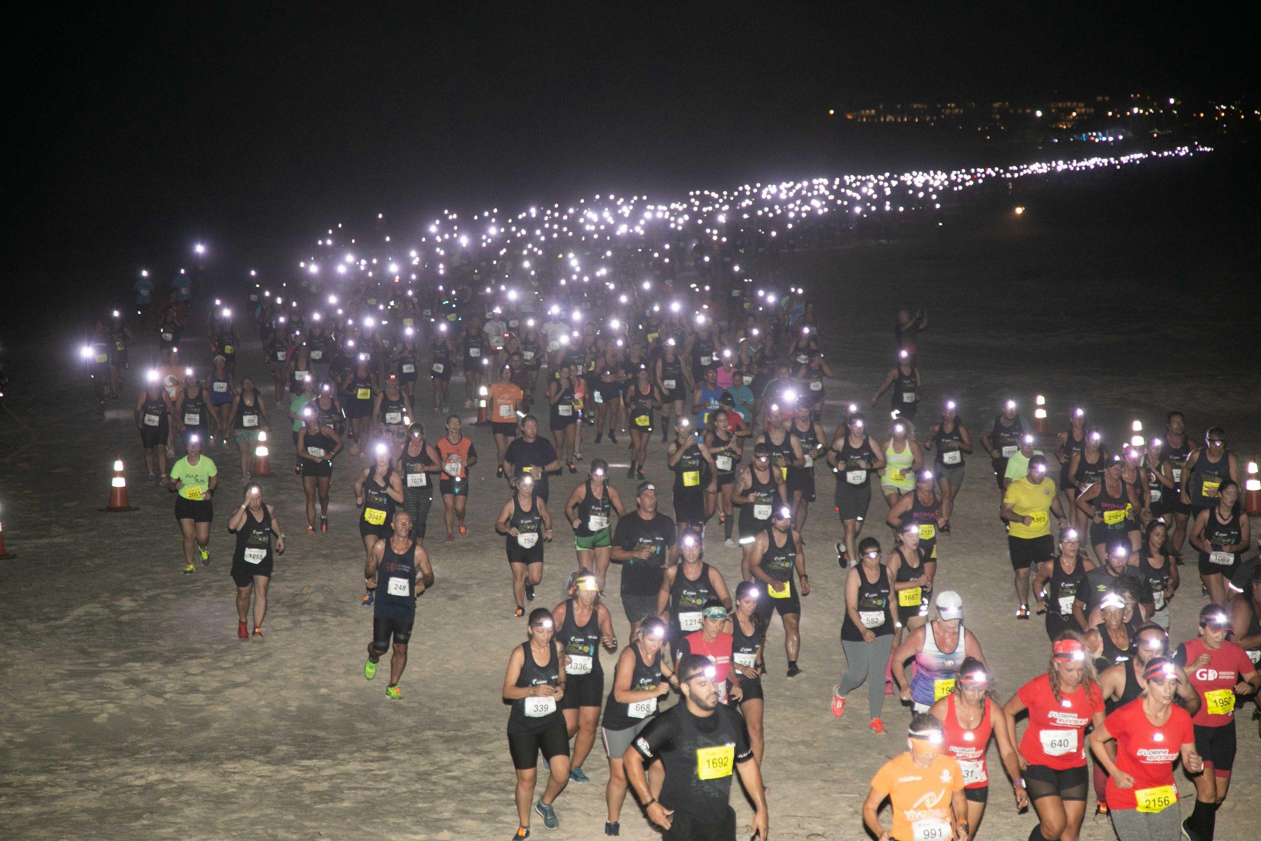 Em clima de rock, Night Run Costão do Santinho reuniu milhares de atletas, em Floripa