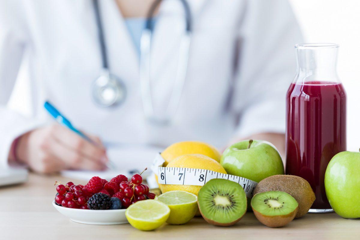Entenda as diferenças entre um nutricionista e nutrólogo