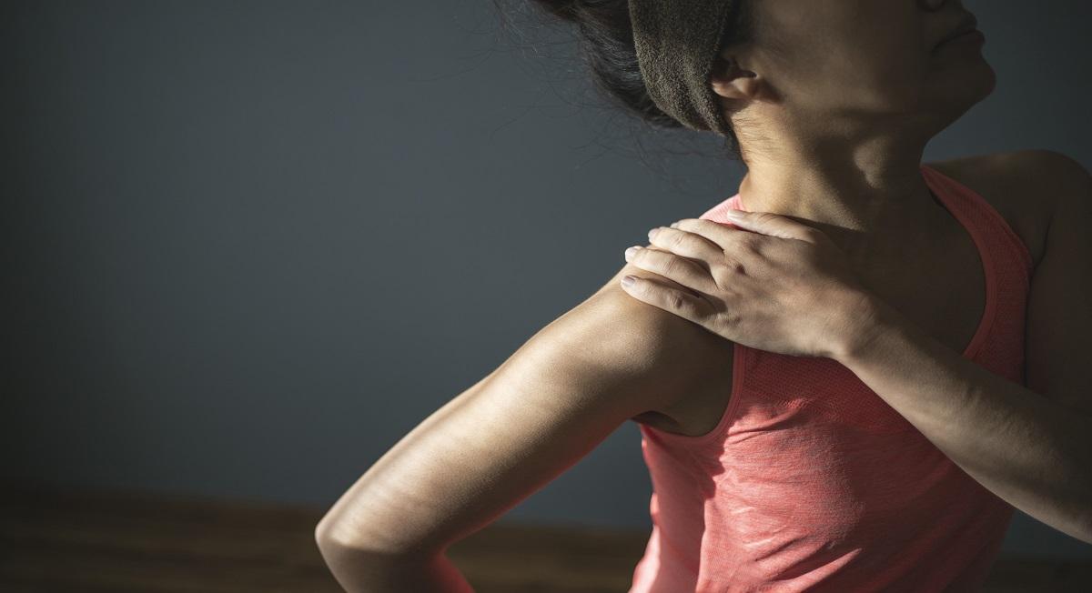 Tendinite calcária pode causar dor e inflamação em ombro ou tornozelo