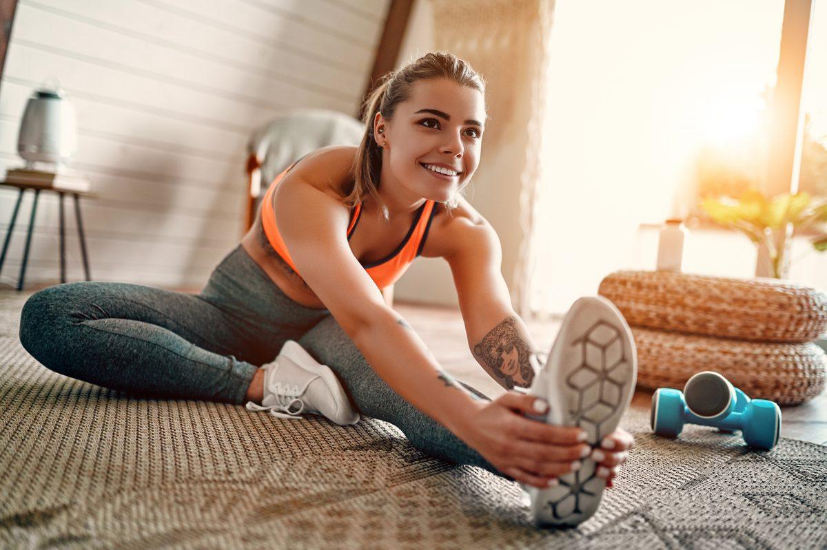 Manter o hábito de praticar atividades físicas regularmente é muito importante para a saúde, principalmente agora. Quem não tem o costume de se exercitar pode aproveitar o momento para iniciar