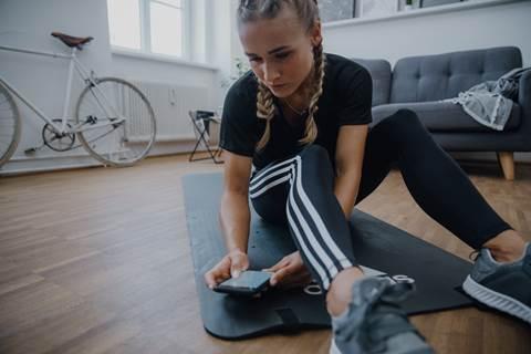 Adidas lança desafio #hometeamhero para incentivar exercícios em casa