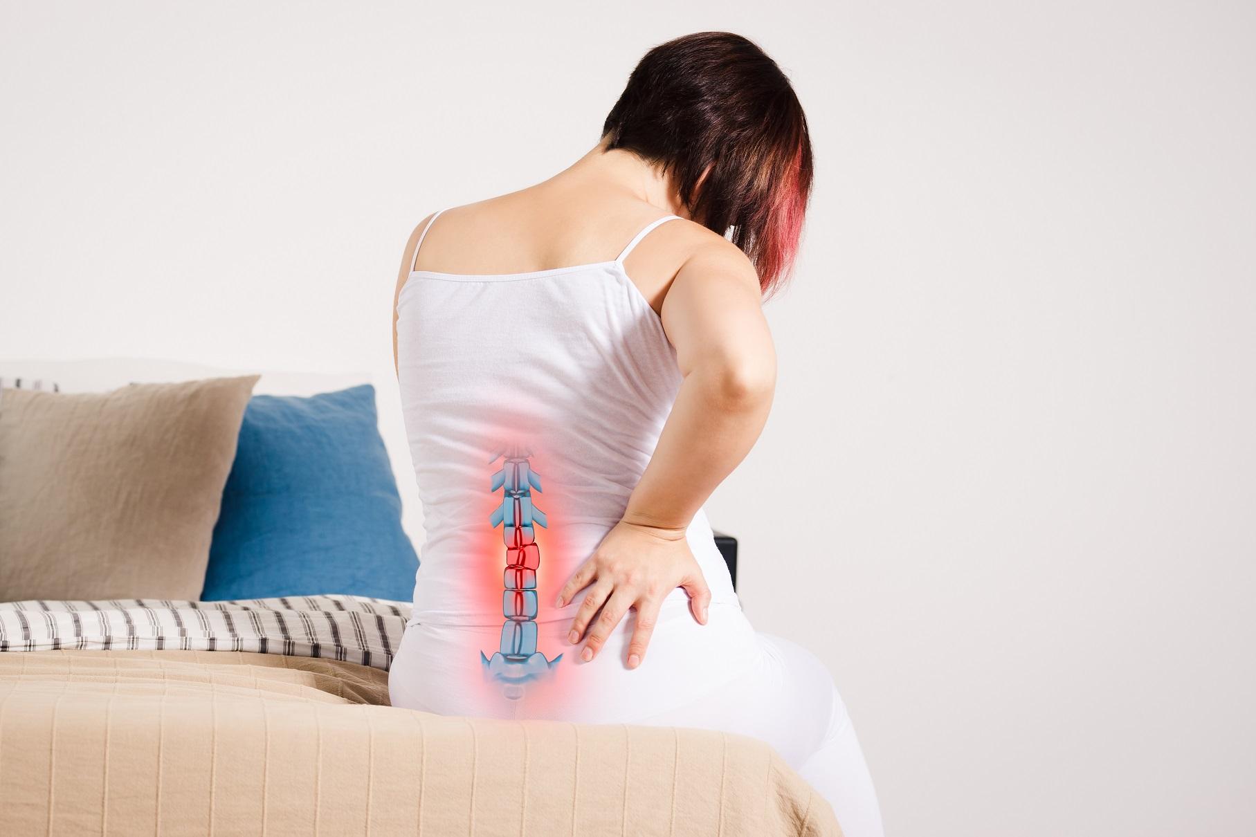 Quem fez tratamento para hérnia de disco pode voltar aos exercícios?