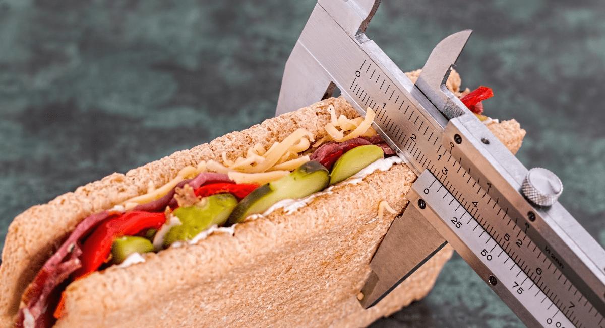 Em casa: dicas para evitar excessos e se alimentar corretamente
