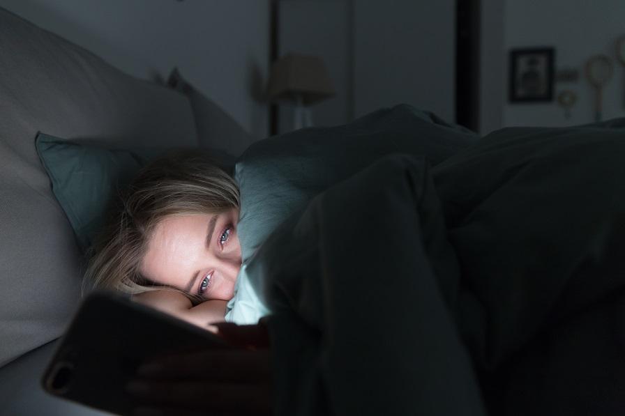 """""""Dormir mal engorda"""", alerta médico endocrinologista"""