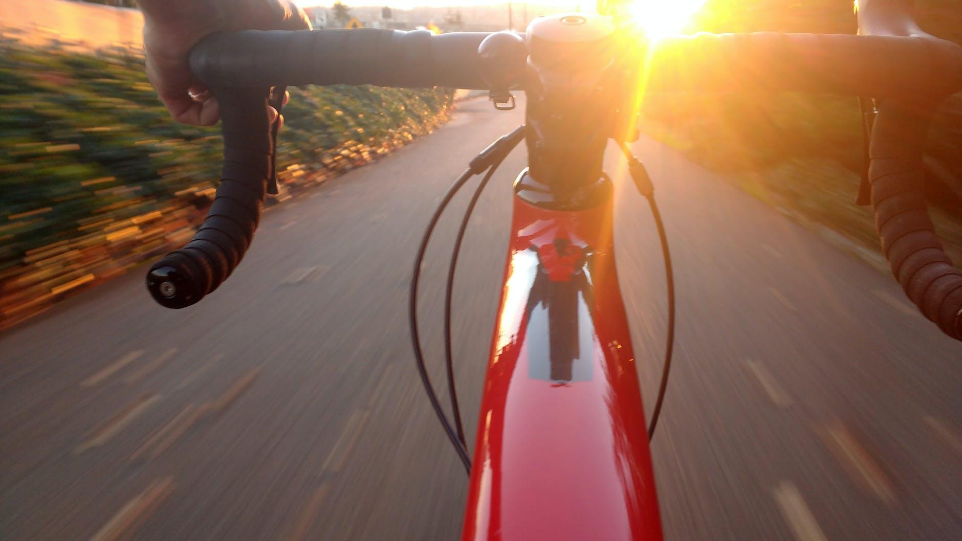 O uso de bicicletas está em alta! Veja algumas dicas para pedalar com segurança durante a pandemia