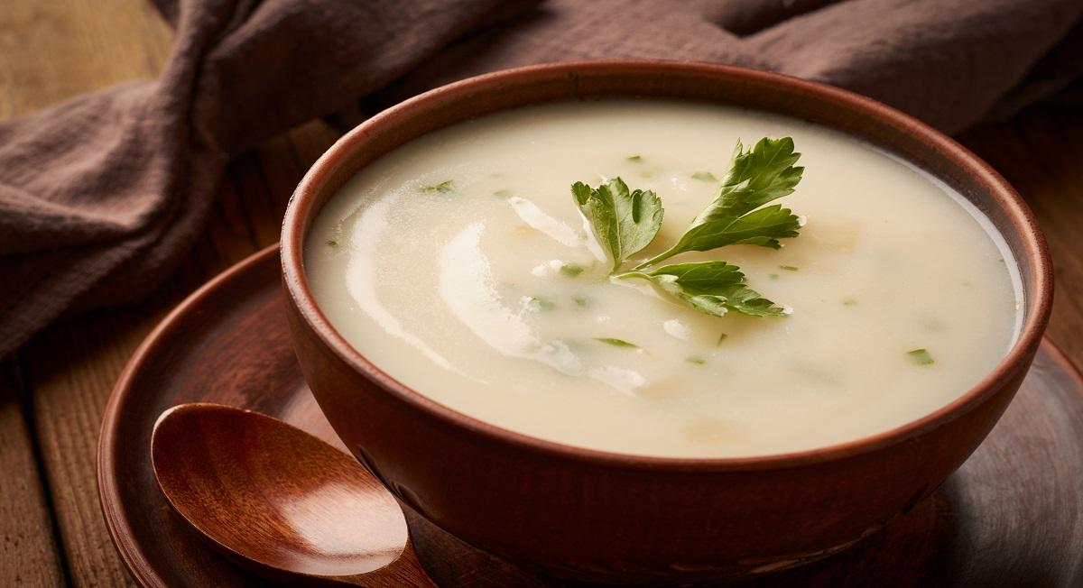 Nutricionista compartilha 5 receitas de sopa para um jantar leve e nutritivo