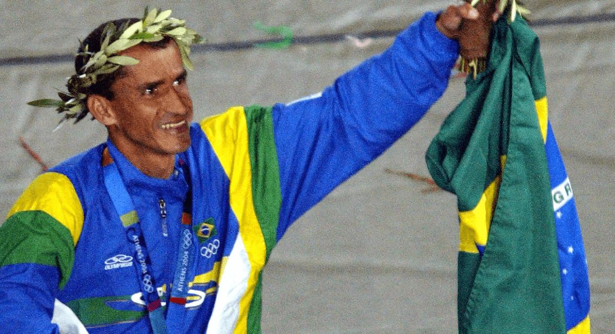 O dia é do medalhista olímpico Vanderlei Cordeiro de Lima - Webrun
