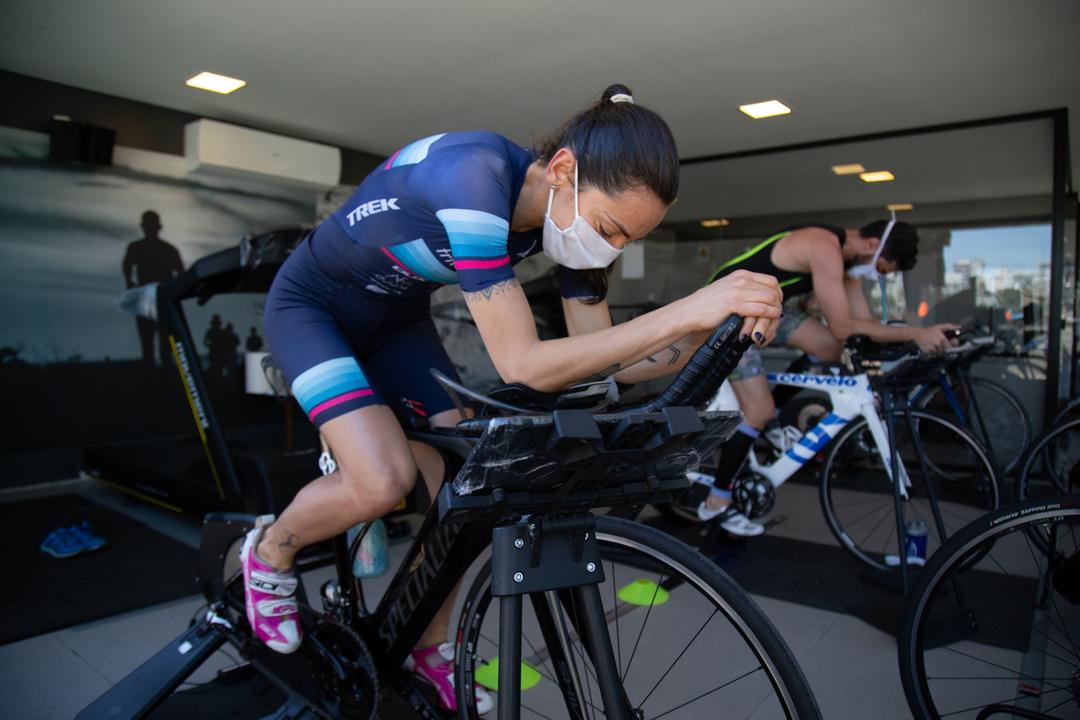 Super League Triathlon: competição indoor reúne atletas profissionais