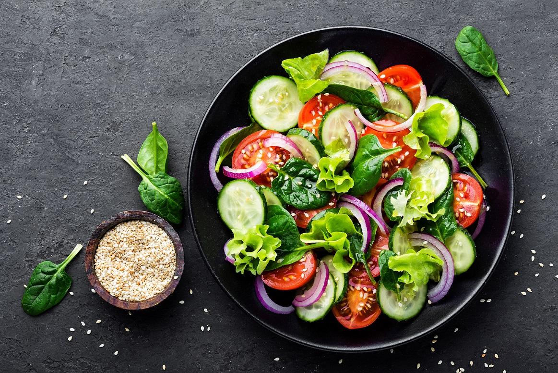 Cinco dicas de nutricionista para incluir legumes e saladas nas refeições