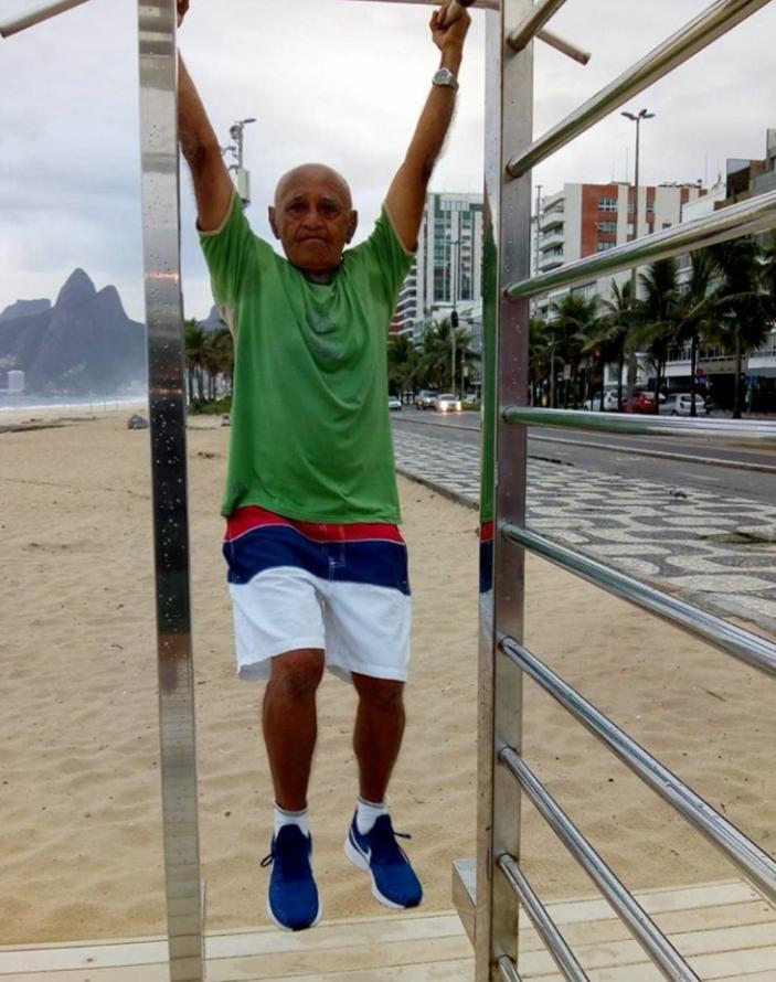 Senhor de 86 anos ameniza saudade de eventos com caminhada da Corrida Virtual Granado