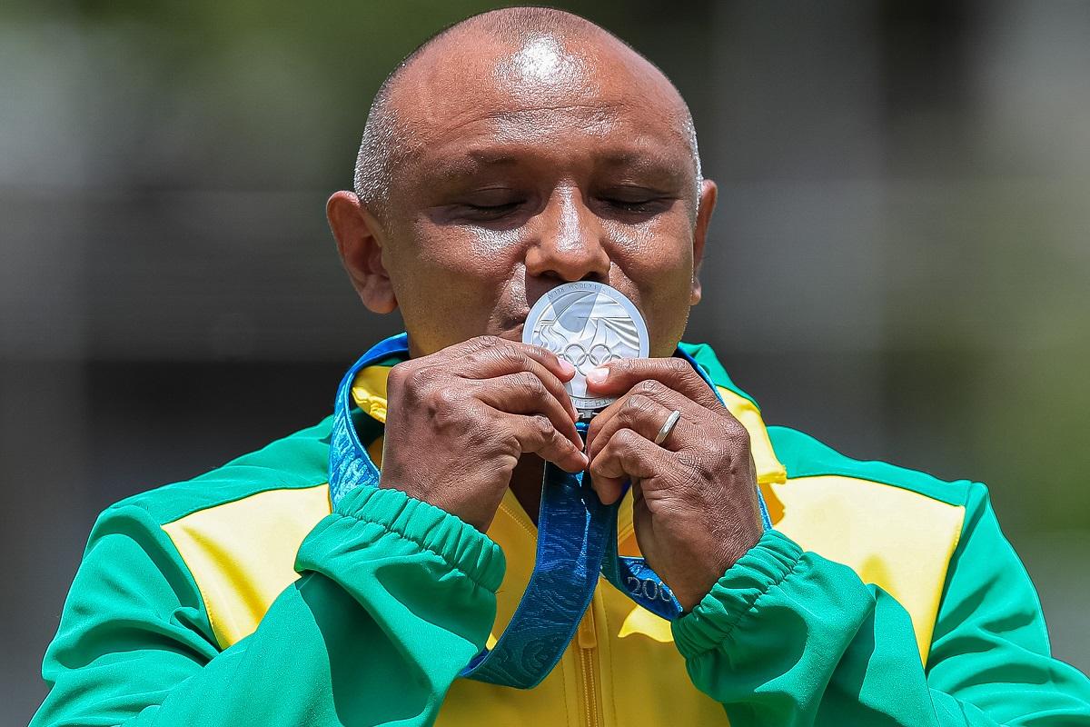Claudio Roberto Sousa recebe prata olímpica 20 anos depois