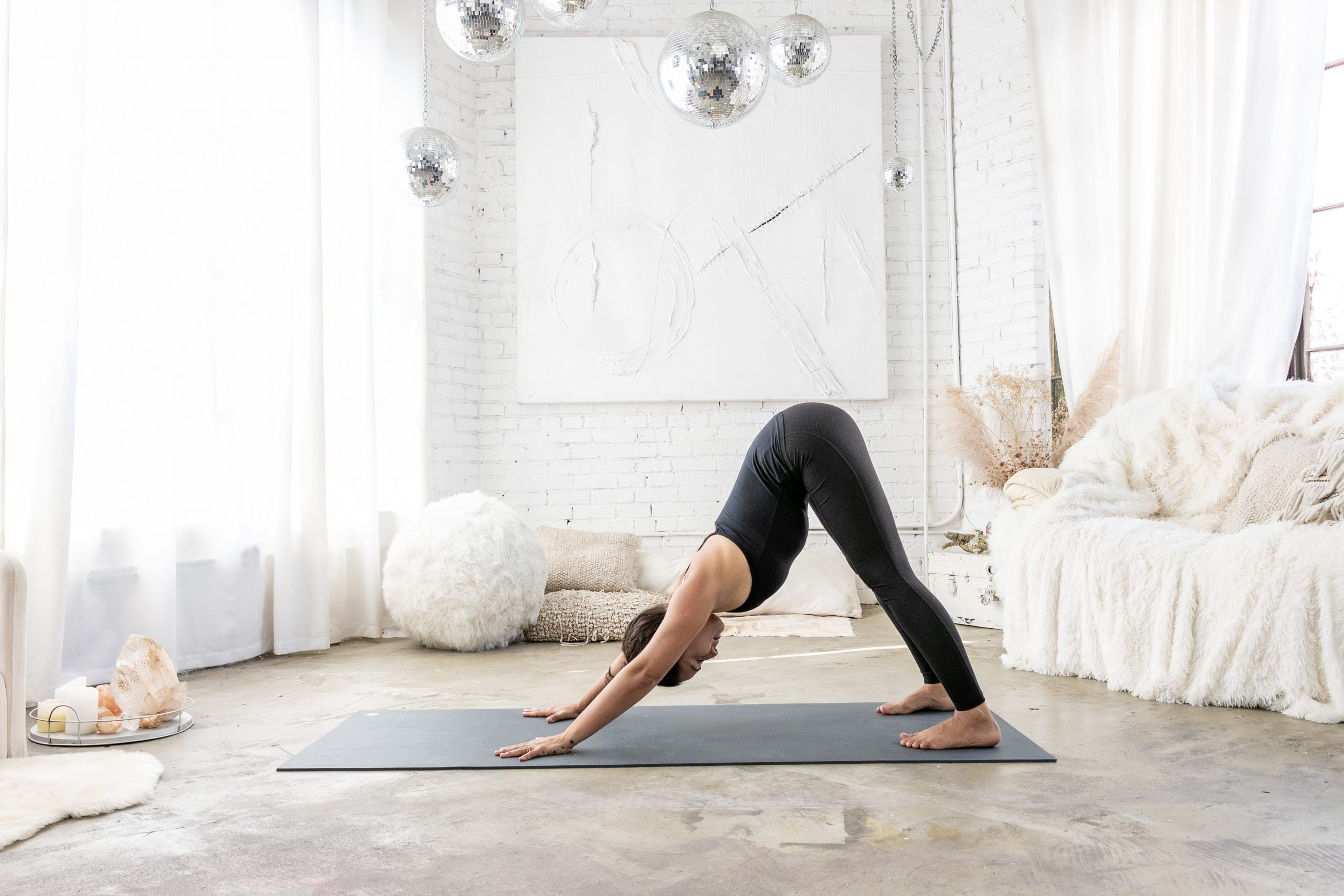 Ansiedade e sedentarismo em casa? Yoga online é uma boa opção