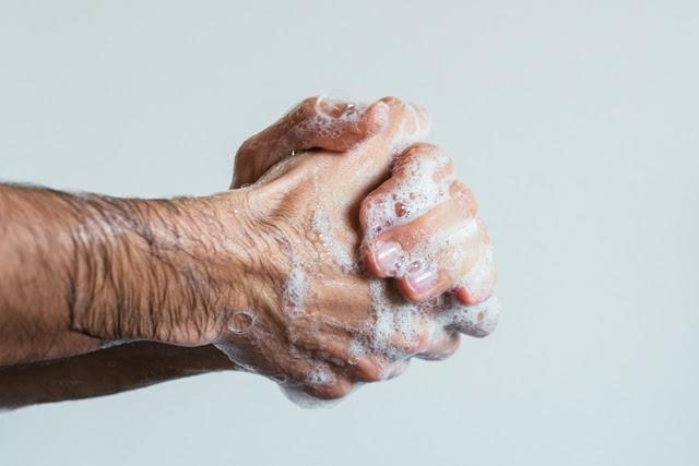 Lavar as mãos previne doenças, não só na pandemia