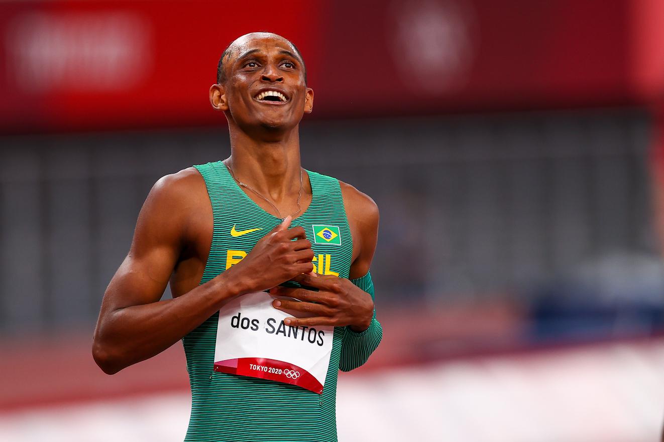 Alison dos Santos avança para a final dos 400 m com barreiras (Wagner Carmo/CBAt)