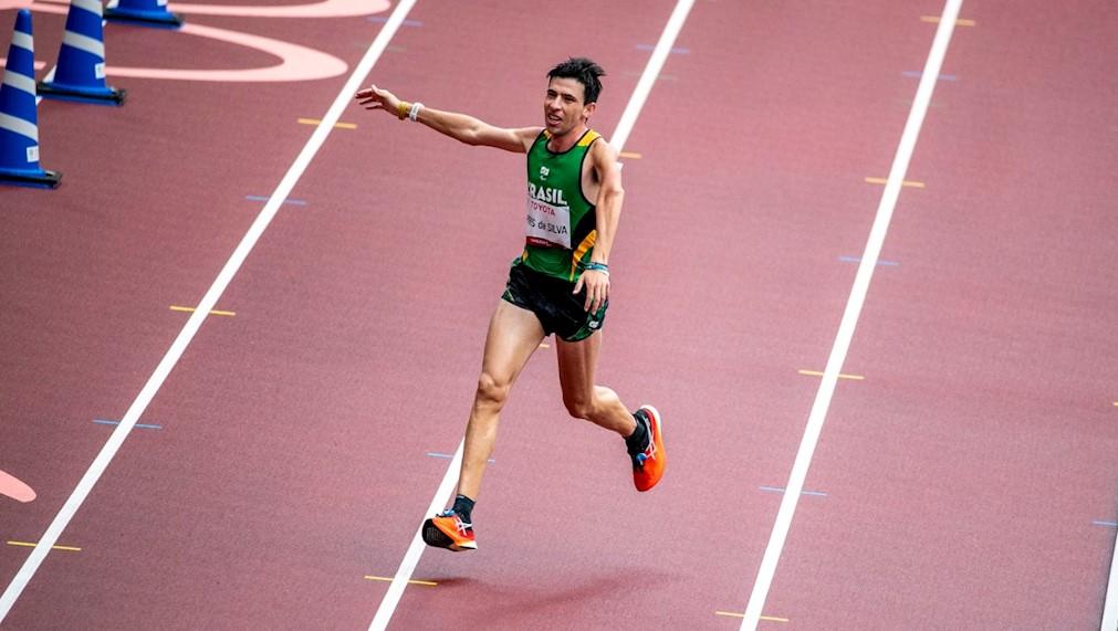Brasil conquista medalha de prata na maratona em despedida dos Jogos de Tóquio