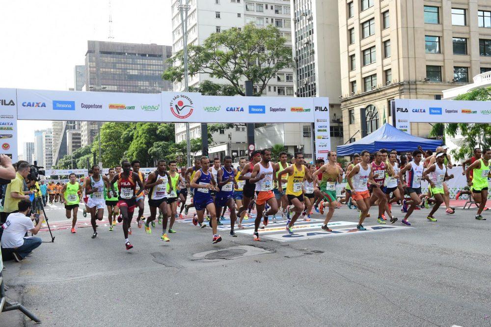 Largada da São Silvestre 2015 na Avenida Paulista Foto: Djalma Vassao/Gazeta Press