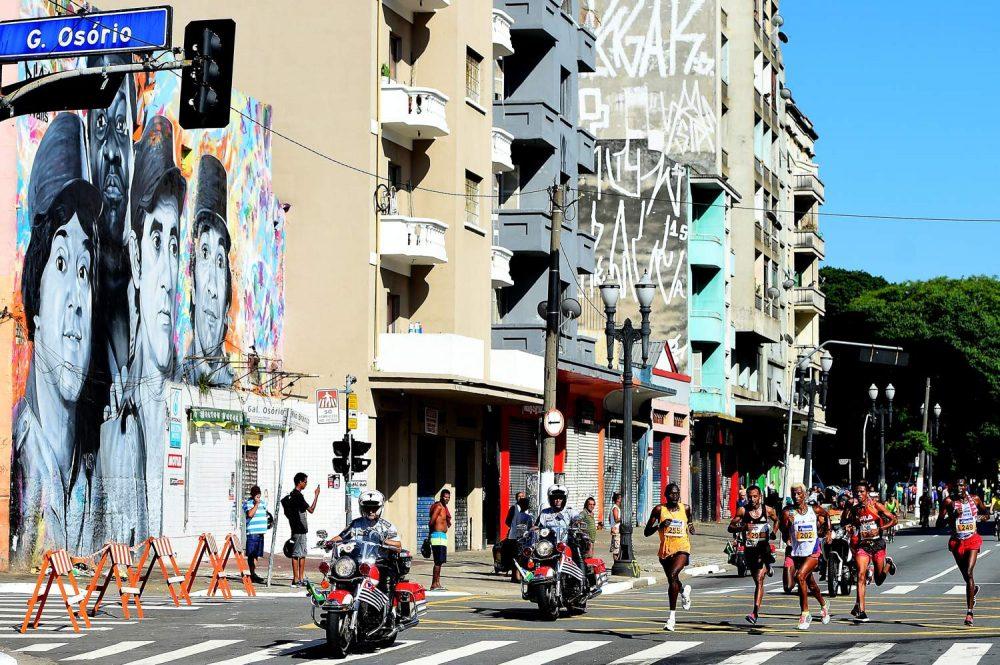 Corredores durante a  92ª São Silvestre,em São Paulo Foto: Sergio Barzaghi/Gazeta Press