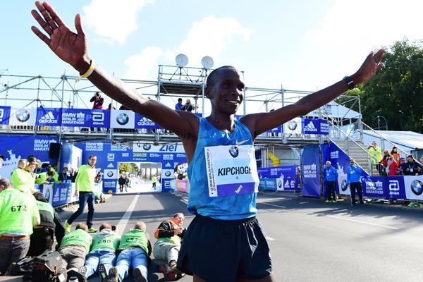 Kipchoge era o grande nome da prova. Não bateu recordes, mas venceu Foto: Divulgação Maratona