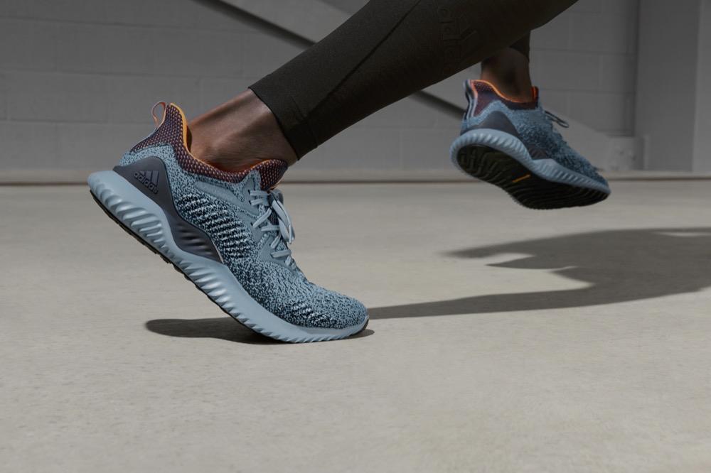 Adidas Running lança o novo AlphaBounce Beyond cinza azulado - Foto: Divulgação