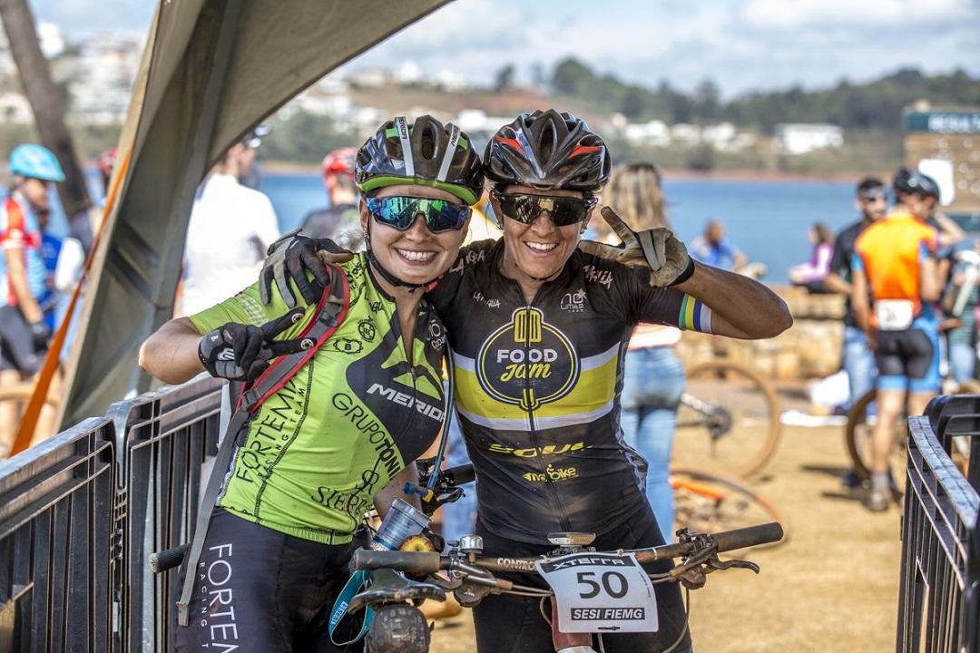 As amigas Sofia Subtil e Roberta Stopa travam disputa sadia pelo-título do MTB Pro feminino/ Foto: Thiago Lemos