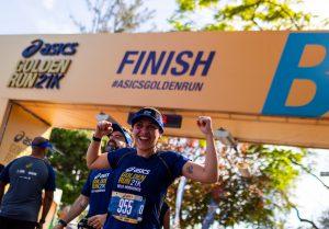 Asics Golden Run: Embalados por Thiago Vinhal, milhares de corredores dominam a Lagoa da Pampulha