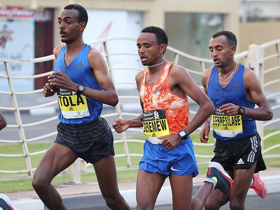Competidores nos 42km de Dubai Foto: Divulgação maratona/G.Giancarlo Colombo